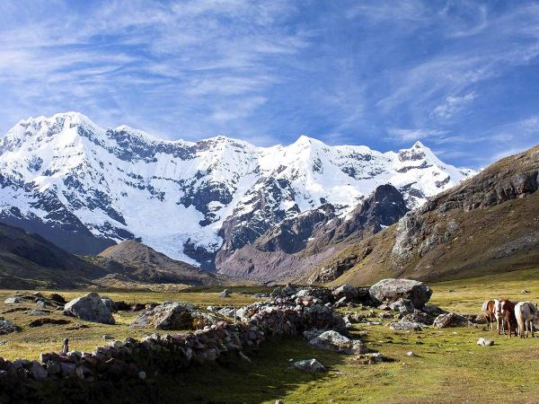 Ausangate trek: A experience through the dry mountains