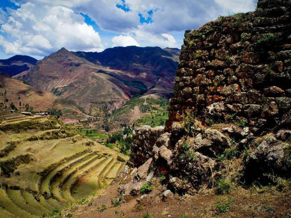 Sacred Valley: Skylodge Adventure Suites on the rocks of the valley
